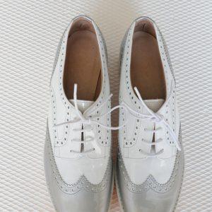Pantofi argintii cu siret