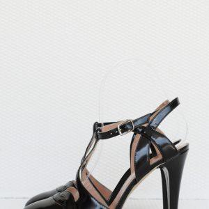 Pantofi negri decupati la spate