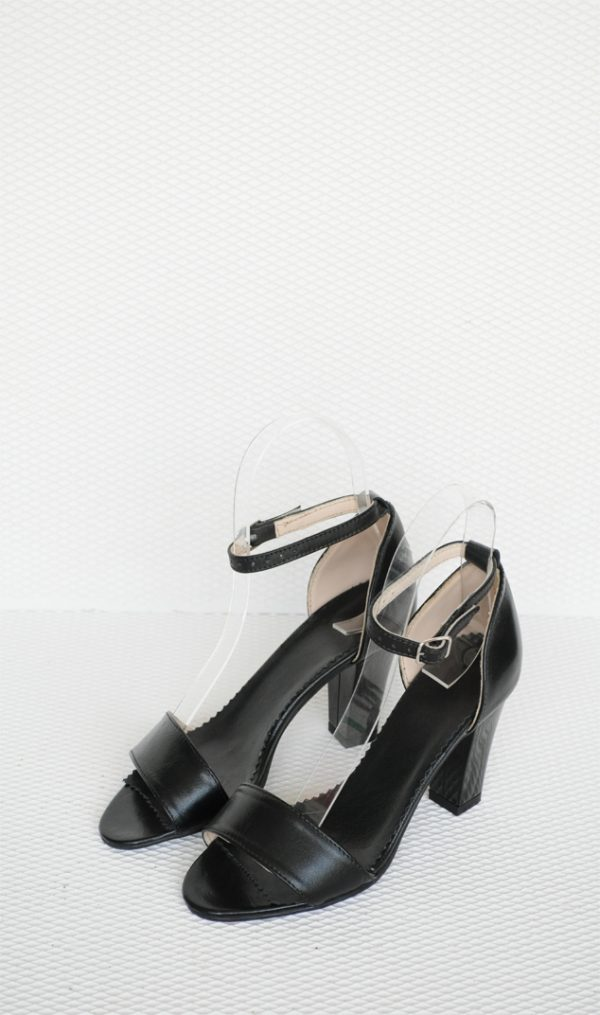 Sandale negre cu toc mic