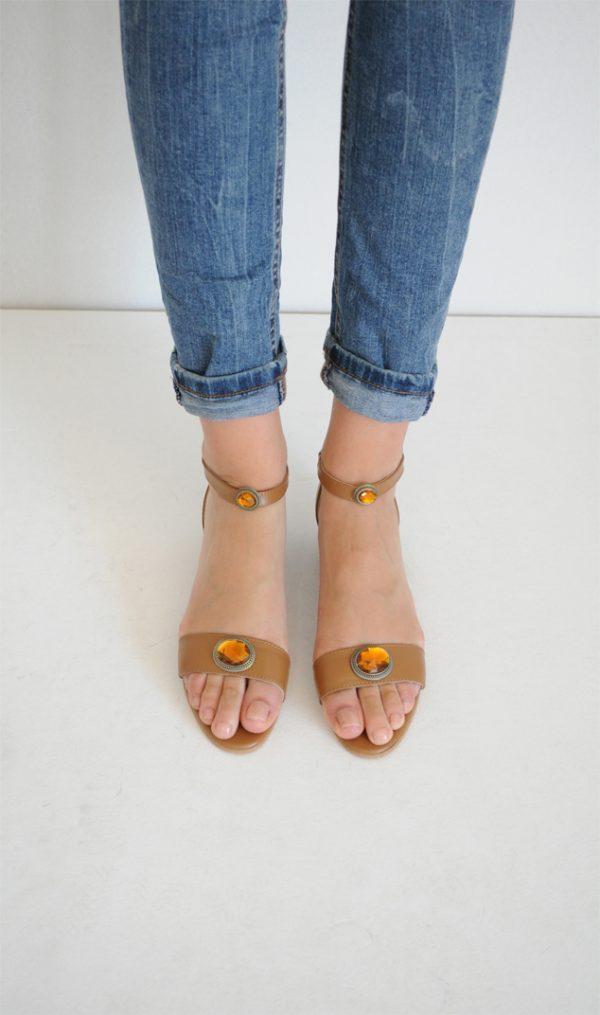 Sandale Ivy maro cu aplicatie