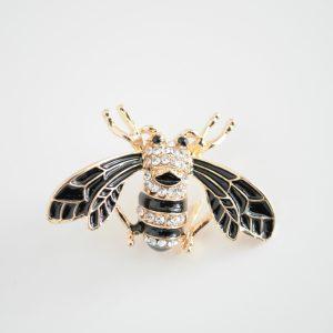 Brosa insecta aripi negre