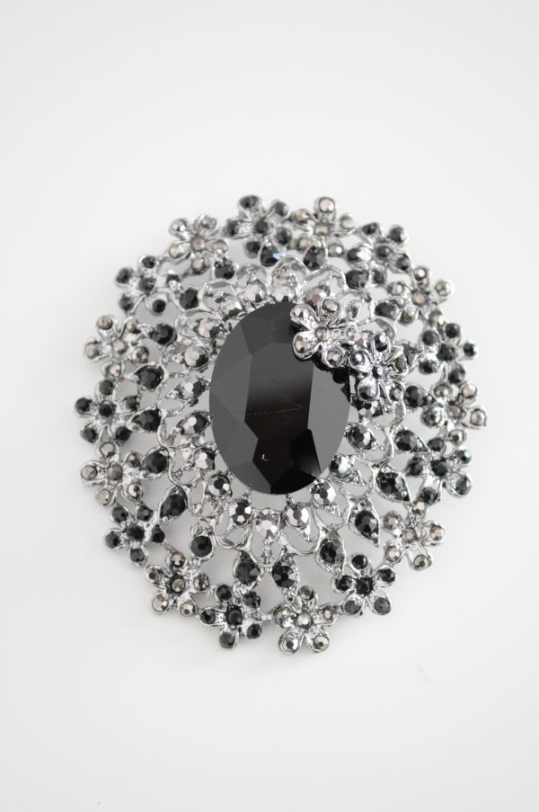 Brosa cu piatra neagra