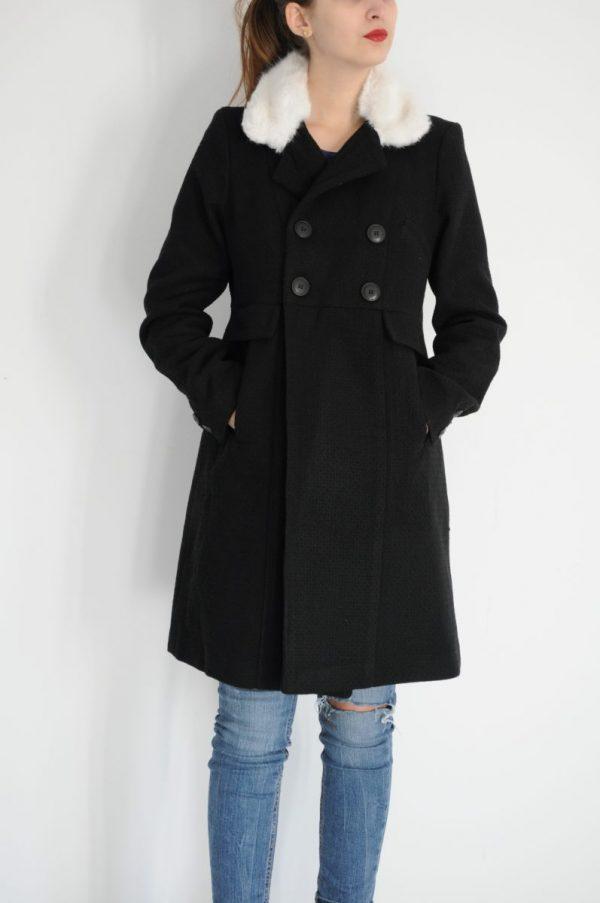 Palton negru cu blanita alba