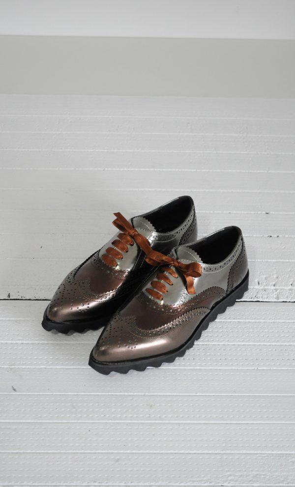 Pantofi maro cu varf ascutit