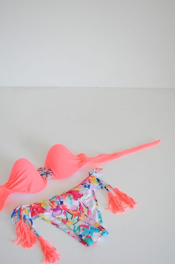 Costum de baie Olivia roz cu ciucuri