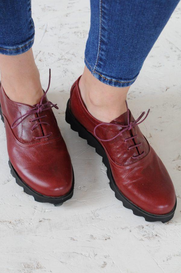 Pantofi grena cu siret